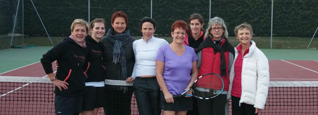L'équipe du Tennis Club la Chapelle de la Tour avec l'équipe de Domarin